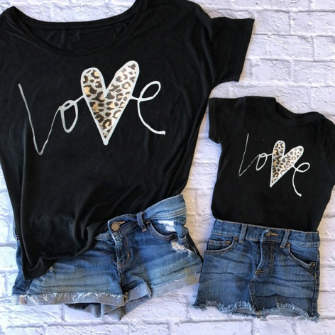 T-shirt con stampa Love