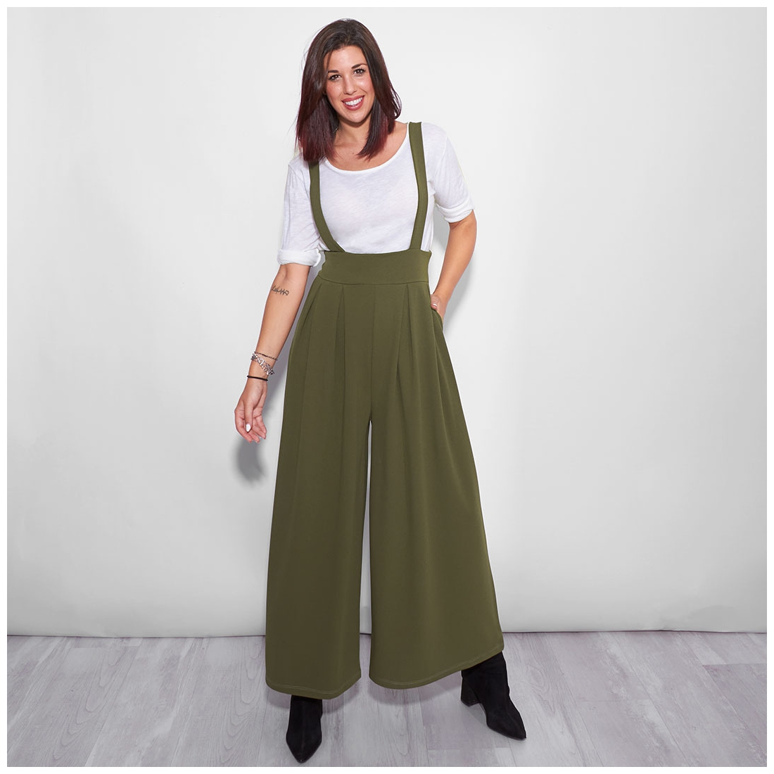 Green suspender trousers
